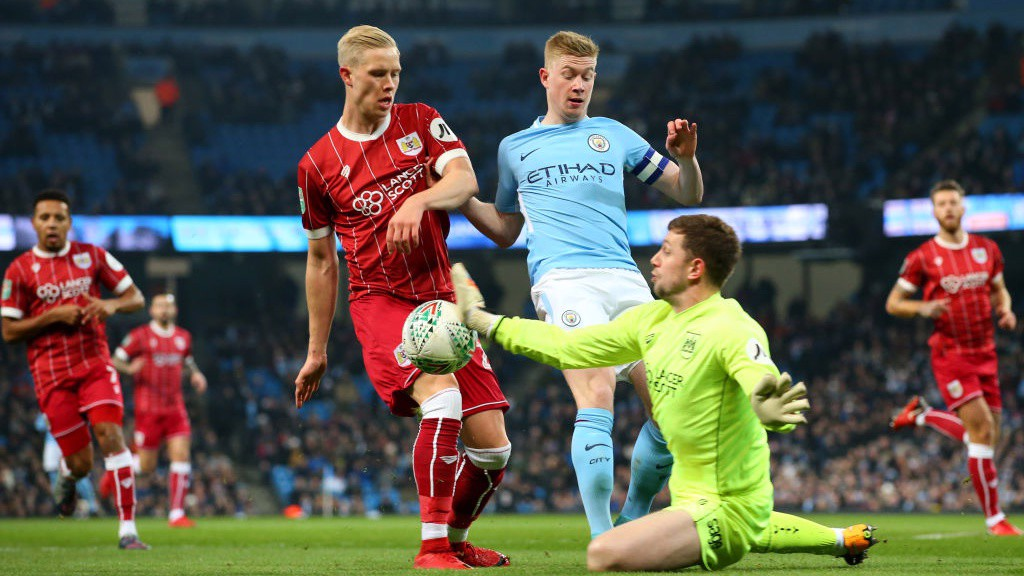 PRESSURE: Kevin De Bruyne forces some quick thinking from Bristol City 'keeper Frank Fielding.